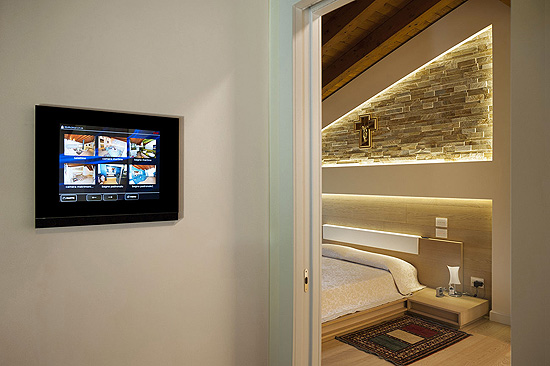 TS05-touch-screen-ave-domotica-villa_550