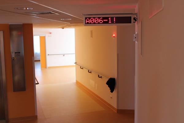 I pannelli del corridoio indicano visivamente il tipo di chiamata e la relativa priorità