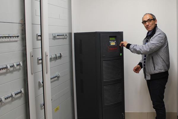 Nel locale tecnico si trova anche l'UPS che garantisce continuità in caso di improvviso blackout