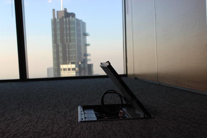 Le cassette di distribuzione a pavimento Interlink facilitano la riorganizzazione degli spazi interni