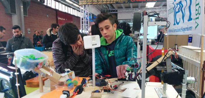 """A Modena le """"Olimpiadi robotiche"""": sei scuole in gara. Sfida tra programmatori in erba"""