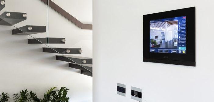 Domotica AVE: Touch Screen e comandi a sfioro  per un'elegante villa di Paglieta